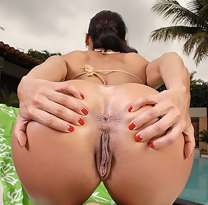 Big Ass Pool Porn Pictures